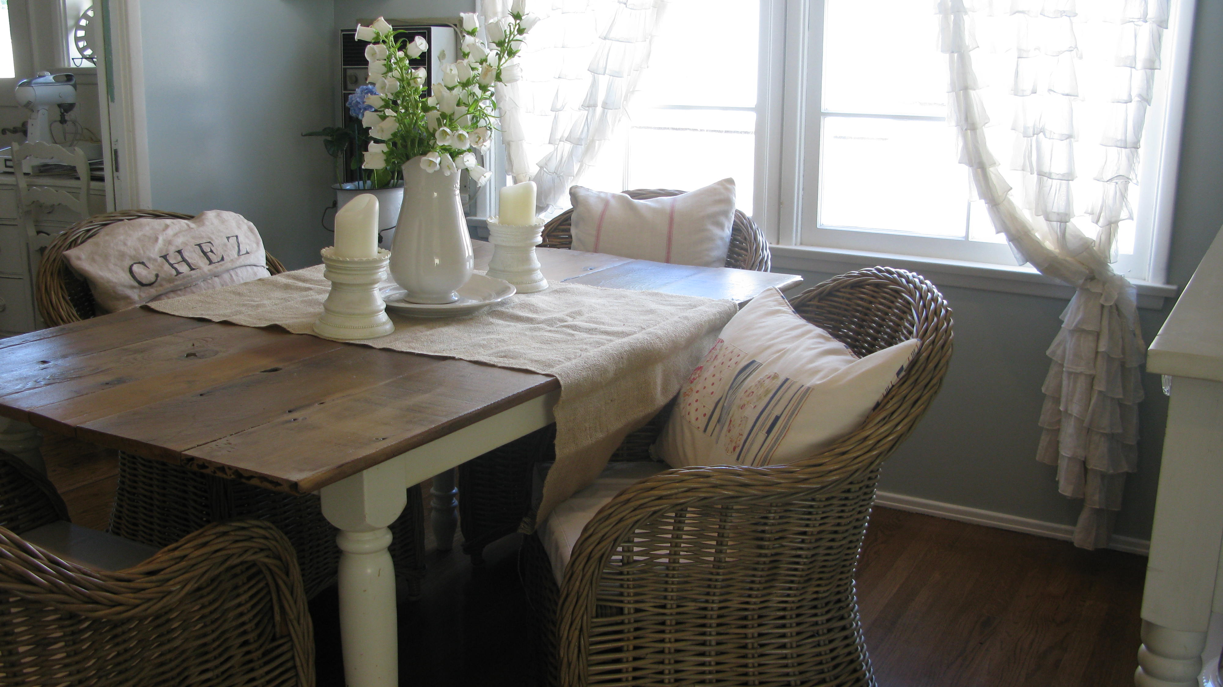 annie sloan chalk paint what do you think it worth the hype  annie sloan chalk paint kitchen tables techniques annie sloan chalk paint kitchen table   room image and wallper 2017  rh   lautadiaries com