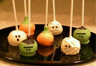 Halloweenie cake pops