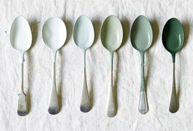 Green paint dipped spoons via the paper mulberry