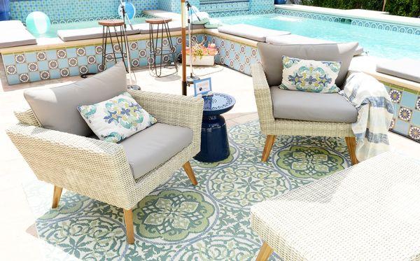 Wm outdoor sitting area