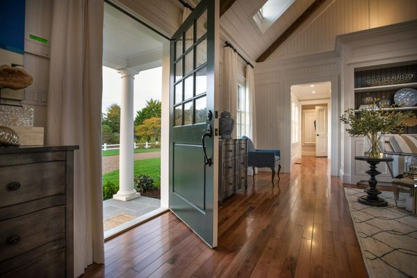 Dh2015_great-room_green-front-door_h.jpg.rend.hgtvcom.1280.853