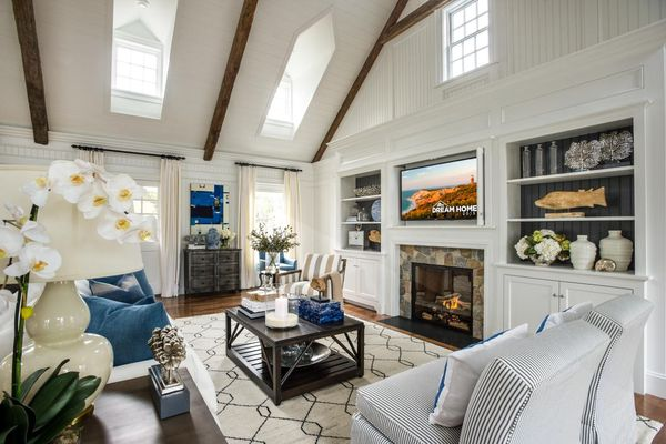 Dh2015_great-room_seating-area_h.jpg.rend.hgtvcom.1280.853