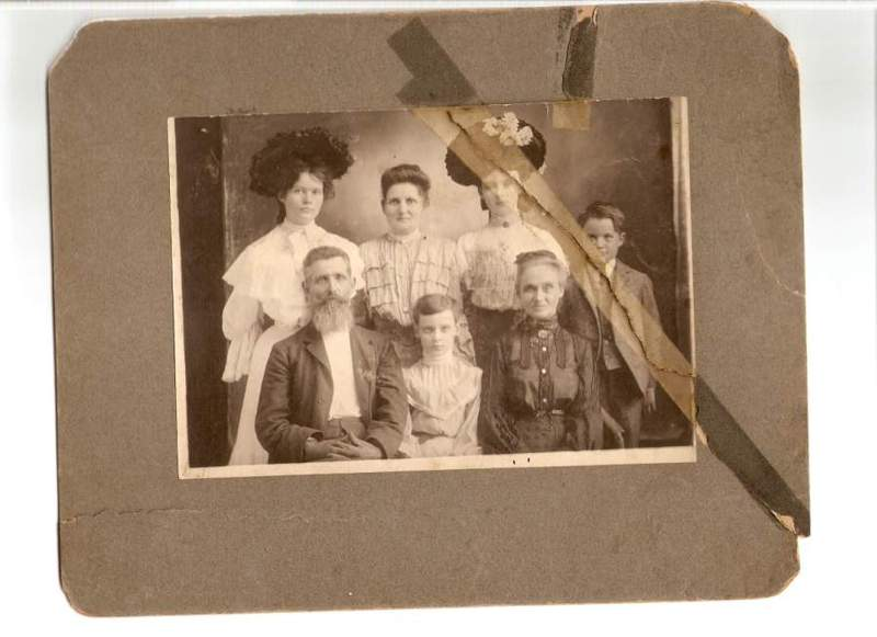 Old_family_picture